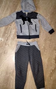 Track suit for boys/girls(fixed price)